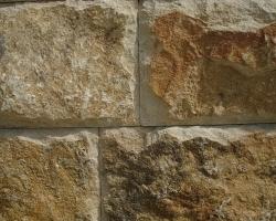 Дикий камень жeлто-коричневого оттенка