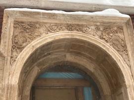 Облицовка фасада натуральным камнем в Москве